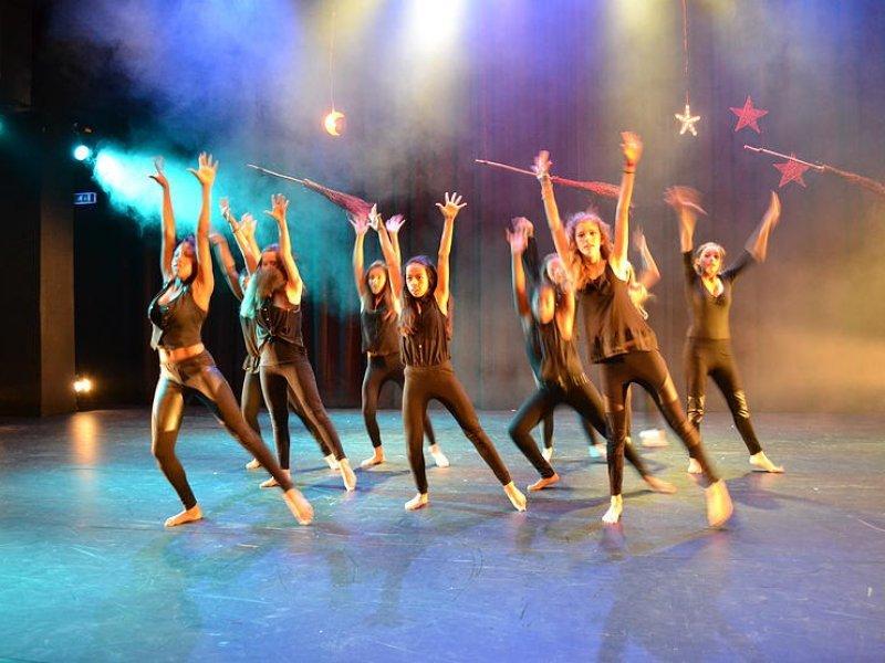 Dansen Op Een Muziekschool Z I N D E R I N G
